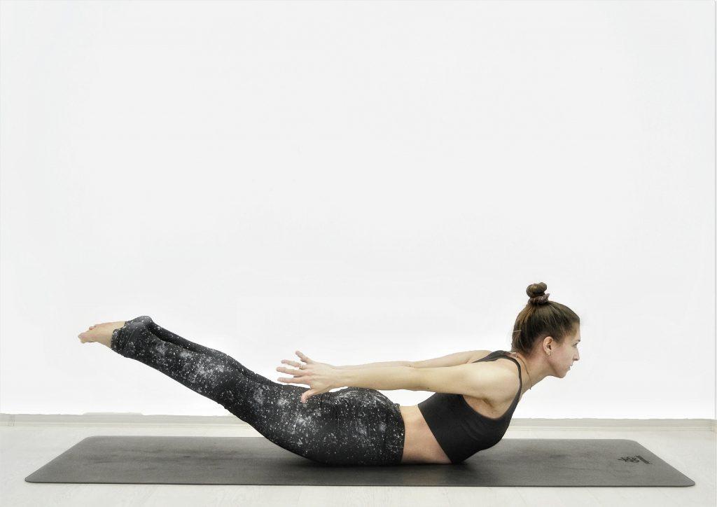 Детокс-йога для похудения, очищения, омоложения. Поза саранчи.